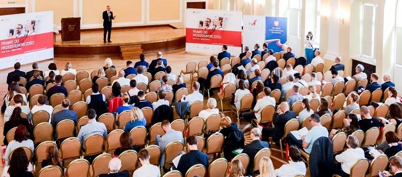 """20 miast i prawie 2 tys. przedsiębiorców – zakończył się cykl konferencji """"Prawo do Przedsiębiorczości"""""""