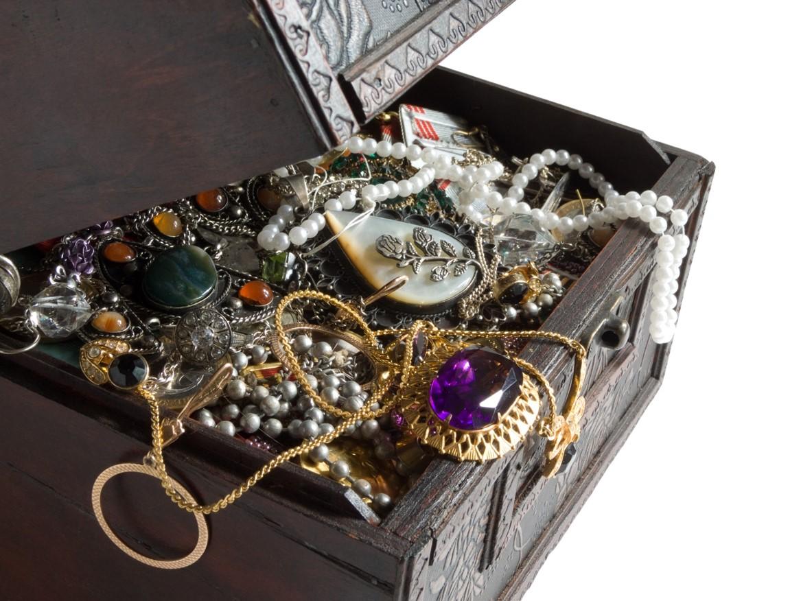 """Brytyjska firma projektująca """"dmuchaną"""" biżuterię poszukuje partnera do produkcji prototypu kolczyków ze srebra wysokiej próby"""