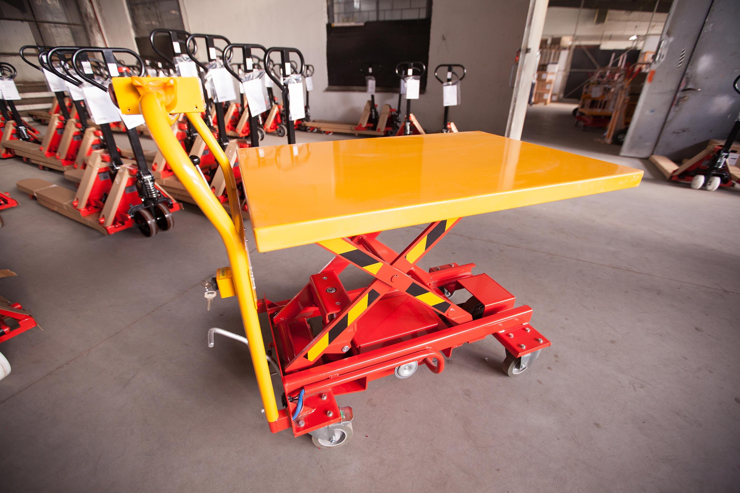 Wózek akumulatorowy z napędem